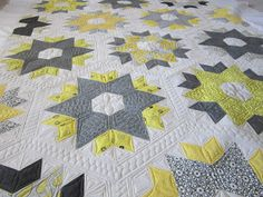yellow and gray star quilt - amazing quilting