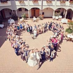 Love this idea for a picture including all of the wedding guests!