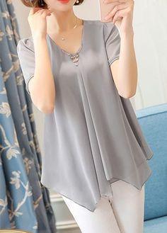 Asymmetric Hem V Neck Short Sleeve Grey Blouse Trendy Tops For Women, Blouses For Women, Women's Blouses, Blouse Styles, Blouse Designs, Rock Dress, Stylish Dresses, Fashion Dresses, Maxi Dresses