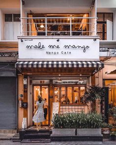 Cozy Coffee Shop, Small Coffee Shop, Coffee Cafe, Coffee Shops, Cafe Restaurant, Restaurant Design, Cafe Bar, Deco Cafe, Coffee Shop Aesthetic
