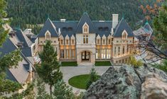 View this luxury home located at 600 Chateau V Rd Evergreen, Colorado, United States. Sotheby's International Realty gives you detailed information on real estate listings in Evergreen, Colorado, United States. Mega Mansions, Mansions Homes, Evergreen Colorado, Dream Mansion, Modern Mansion, Pent House, Inspired Homes, Luxury Real Estate, Architecture