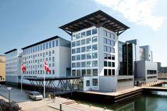 En bro förbinder Hotel Copenhagen Island med Köpenhamns hamnområde