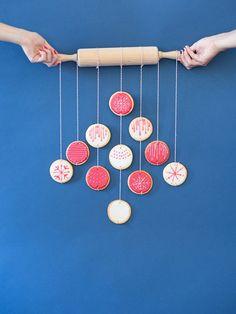 Tutoriel DIY: Faire un sapin de Noël gourmand en biscuits colorés via DaWanda.com