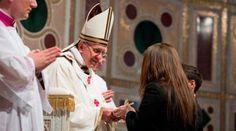 Hoy hace 5 años el Papa Francisco tomó posesión como Obispo de Roma 07/04/2018 - 02:05 am .- Un día como hoy hace cinco años, el Papa Francisco tomó posesión de la Cátedra del Obispo de Roma en una ceremonia realizada en la basílica papal de San Juan de Letrán, que es también la catedral de la capital italiana.