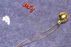 Korálkový zvoneček - Ruční práce - celý návod - MojeDílo.cz Beaded Ornament Covers, Beaded Ornaments, Pendant Necklace, Jewelry, Collages, Jewlery, Bijoux, Schmuck, Jewerly