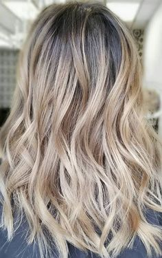 Hair Color Ideas 2018 : rooty bronde ombre Discovred by : Mane Interest Haircuts For Long Hair, Messy Hairstyles, Pretty Hairstyles, Hair Color Balayage, Ombre Hair, Balayage Highlights, Fall Blonde Hair, Neutral Blonde, Pretty Hair Color
