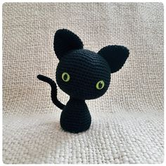 I just couldn't find a better option than this black cat with very shiny and staring eyes. Just a couple of buttons, black thread and the crochet sticks, these are the supplies that you need and that's it. You are simply ready to go.