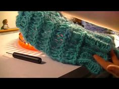 (2) Loom Knitting RIBBED STITCH AND CAST ON - YouTube Loom Knitting Stitches, Fingerless Gloves, Arm Warmers, It Cast, Youtube, Patterns, Fingerless Mitts, Fingerless Mittens, Youtubers