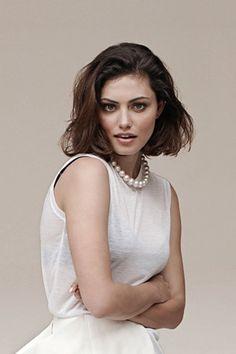 Phoebe Tonkin wearing white with natural brown make up