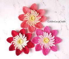 Dahlia Crochet Pattern Flower Applique Patterns, Crochet Dolls Free Patterns, Free Crochet, Crochet Appliques, Diy Flowers, Crochet Flowers, Dahlia Flowers, Flower Diy, Crochet Feather