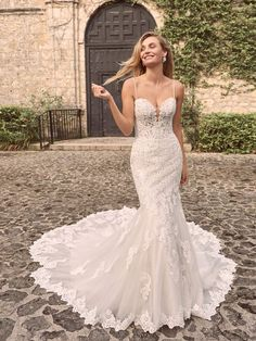 You like classic. You like whimsy. You like inspiration from fairytale celebrations, but nothing too on-the-nose. This sparkly lace fit-and-flare bridal dress is calling your name. Size 12 Wedding Dress, Fit And Flare Wedding Dress, Fit N Flare Dress, Column Wedding Dresses, Form Fitting Wedding Dresses, Sparkly Wedding Dresses, Fitted Wedding Gown, Bridal Elegance, Mermaid Bridal Gowns