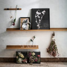 Of course the things you like you want on display. This display shelf is a perfect way to show paintings, photos and other favourite items. Ikea Picture Ledge, Picture Rail, Ikea Pictures, Wall Pictures, The Ledge, Perfect Angle, Hippie Home Decor, Wall Anchors, Wall Plug