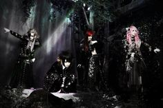 "CANIVAL will release their new single ""kodoku heki no memento.mori"" on February 22nd! They also have a new look, so check it out below! Single: kodoku heki no memento.mori (孤独癖のメメント・モリ)…"