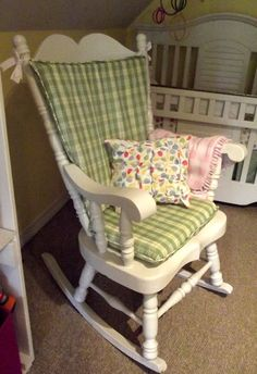 Rocking Chair Cushion - I sew need to make one of these.  Pun intended ;)