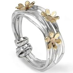 I've never seen a ring like this! So pretty.