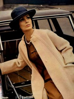 Pierre Balmain P/E Photo Georges Saad. Pierre Balmain, Vogue Poses, Retro Fashion, Vintage Fashion, Dress Making Patterns, Vintage Couture, Vintage Coat, Vintage Textiles, Retro Outfits