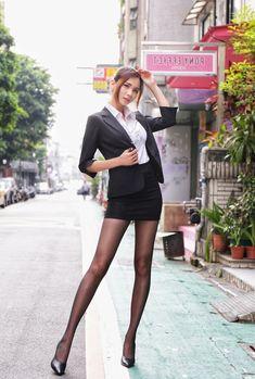 Women With Beautiful Legs, Beautiful Japanese Girl, Lovely Legs, Beautiful Asian Girls, Ideal Girl, Asian Hotties, Pretty Asian, Cosplay Outfits, Sexy Asian Girls