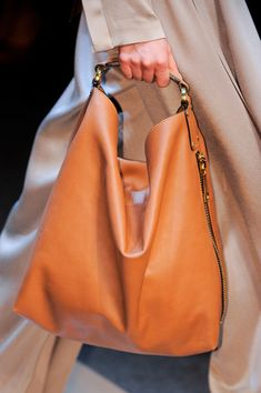 Gianfranco Ferré at Milan Fashion Week Fall 2013 Gianfranco Ferré at Milan Fashion Week Fall 2013 - Details Runway Photos Beautiful Handbags, Beautiful Bags, Fashion Bags, Fashion Handbags, Milan Fashion, Style Work, Purses And Handbags, Tote Handbags, Hermes Handbags