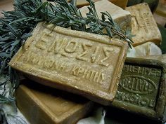 DIY Cretan soap, with herbs and olive oil Olive Harvest, Workshop Organization, Herbal Extracts, Soap Recipes, Crete, Soap Making, Homemade Gifts, Herbalism, Diy And Crafts