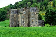 Castle Menzies - Aberfeldy, Scotland... KIND OF SAD AND LONELY LOOKING