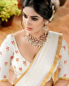 Samyuktha Menon Latest Hot Photosshoot for pranaah in Kerala Saree Beautiful Girl Indian, Most Beautiful Indian Actress, Beautiful Saree, Beauty Full Girl, Beauty Women, Kerala Saree, South Indian Sarees, Beautiful Bollywood Actress, Indian Beauty Saree