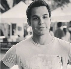 Jesse (Skylar Astin) from Pitch Perfect why is he not in more movies! Skylar Astin, Hello Gorgeous, Beautiful Men, Beautiful People, The Hit Girls, Francis Huster, Raining Men, Attractive People, Famous Faces