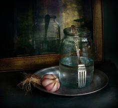 photo: Банка, вилка и чеснок.. | photographer: Таня Ви | WWW.PHOTODOM.COM