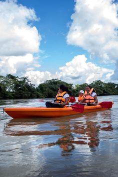 Recorridos en kayac por el rio.