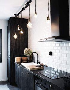 Кухня! Одно из основных пространств дома! Все мы привыкли видеть кухни, пожалуй, в любом цвете, но в черном - навряд ли. Ниже вы увидите подборку кухонь в черных оттен�…
