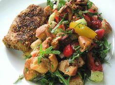 Panzanella-Brot-Gemüse-Salat mit Seitan-Steak