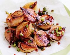 Balsamic glazed onions to go with Sunday roast. Onion Recipes, Veggie Recipes, Cooking Recipes, Healthy Recipes, Tasty, Yummy Food, Portuguese Recipes, No Cook Meals, Food Porn
