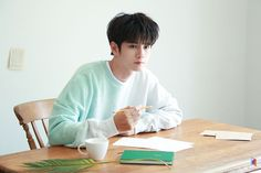 Ong Seongwu 'Welo Fankit' Behind by Fantagio Ong Seung Woo, Lee Daehwi, Learning To Love Yourself, Kim Jaehwan, Seong, Pose Reference, Character Reference, Jinyoung, Kpop
