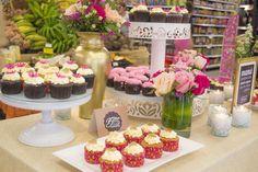 Decoración de mesa de cupcakes