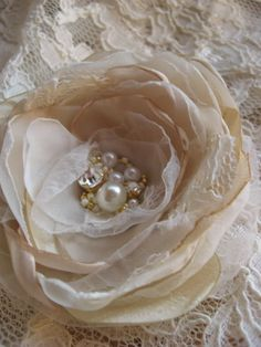 I love how beautifully this has been put together.  Such a fab vintage looking handmade flower!