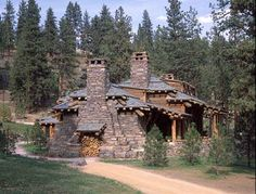 Image from http://www.standout-cabin-designs.com/images/log-cabin-home-designs3.JPG.