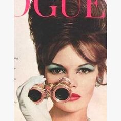 Saturday night chic #vintage #1960s #voguecover 😍😍 #hair #makeup