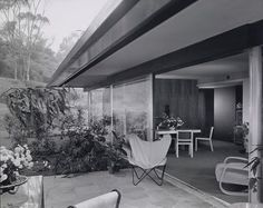 Richard Neutra and the Case Study House program, perfect match. Check the result of this cooperation, click on the image.