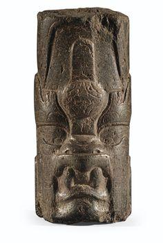 CULTURE OLMÈQUE  CÔTE DU GOLFE, MEXIQUE  PRÉCLASSIQUE, 900-600 AV. J.-C.  OLMEC STONE CYLINDRICAL EFFIGY OF A WERE-JAGUAR, GULF COAST, MEXICO
