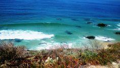 «O mar azul e branco e as luzidias pedras ... onde o que está lavado se relava para o rito do espanto e do começo ...»                      Sophia de Mello Breyner