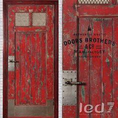 Дверь Лофт #7 Дверь Doors Brothers из коллекции #Лофт. Классическая голландская дверь сделана из массива дерева (сосна). Использовано три вида краски, тонировка дерева. Авторская обработка поверхности двери и двухслойный лак. Металлические накладки пробиты клепочными гвоздями, стекло и металлическая сетка. Вверху фирменная табличка Doors Brothers.
