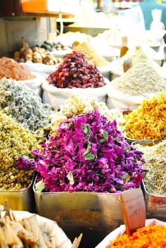 dried flowers in spice souk Damascus COLOURS! Spices And Herbs, Aleppo, All I Ever Wanted, Flower Market, Edible Flowers, Farmers Market, Dried Flowers, Street Food, Around The Worlds