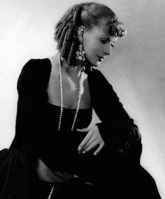 Greta Garbo in pearls