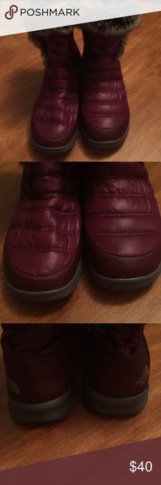The North Face Burgundy with fur boots EUC size 9 The North Face Shoes Winter & Rain Boots