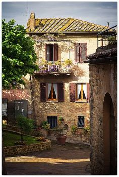 Beautiful balcony in Monticchiello, Tuscany #Italy #travel