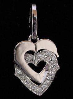 【 #Cartier #カルティエ ダブルハート #ホワイトゴールド ダイヤペンダントトップ】この商品は、二つのハートが重なり、回転するまさしく愛を象徴するデザインのペンダントトップです。片方のハートには、ダイヤが散りばめられ、豪華な印象です。画像をクリックして頂きますと、詳細ページをご覧頂けます。 #セブンマルイ質店 TEL06-6314-1005