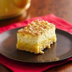 Betty Crocker: Creme Brulee Cheesecake Bars - Prize-Winning Recipe Savor the same great taste of restaurant Crème Brûlée in an easy-to-make bar cookie. Yummy Treats, Sweet Treats, Yummy Food, Creme Brulee Cheesecake Bars, Cookie Cheesecake, Caramel Cheesecake, Lime Cheesecake, Cheescake Bars, Blueberry Cheesecake