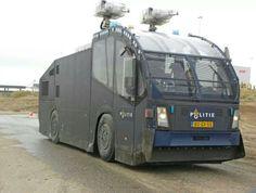 Waterwerper van de ME - Dutch Police