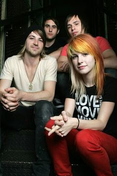 i miss Paramore when they were like this.