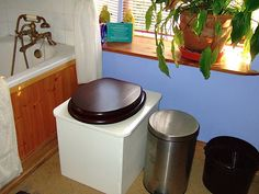 Composting toilet toilets and basins on pinterest for Ecofriendlyhouses net