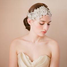Totally making this headpiece to wear to the great lawn party next year...